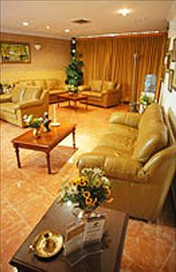 Waiting Room - Dr. Carlos Triana, Dra. Lina Maria Triana - Triana Clinic